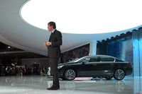 プレゼンのステージ上には2011年初頭に発売予定の「プジョー508」が鎮座する。
