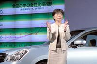 星野朝子市場情報室VPからは、女性にアピールすることの重要性が説明された。