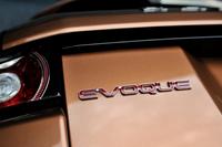 9段ATを備えた2014年型「レンジローバー イヴォーク」は、日本では2013年11月の東京モーターショーでお披露目された。