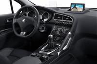 ヒルホールドやヘッドアップディスプレイ、エレクトリックパーキングブレーキ、ディスタンスコントロールなども装備される。