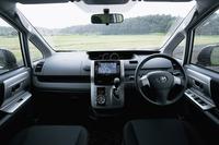モダーンなデザインでまとめられたヴォクシーのインテリア。プラスチック系素材の質感の高さが光る。
