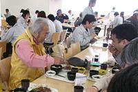 2008年3月、『NAVI』の連載「エンスー ヒストリック ツアー」で訪れた、日産座間事業所の社員食堂にて。