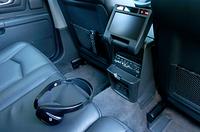 2列シート装着車にはオプション設定となる、リアDVDエンターテインメントシステム。フロントと独立したオーディオシステムとして、映像や音楽が楽しめる。