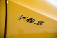 フロントフェンダーにさりげなく「V8 S」のエンブレム。