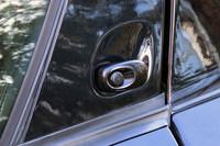 「バイパー」のドアオープナーのスイッチ。よせばいいのに電気式で、これまた壊れる気配がぷんぷんである。