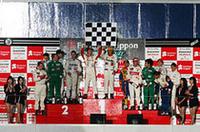 2005年シーズンを闘ったドライバーが表彰台にのぼり、1年を締めくくった。