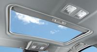 ディーゼル車にオプション設定された電動スライドガラスサンルーフ。