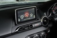 インフォテインメントシステム「マツダコネクト」の液晶ディスプレイ。カーナビゲーション用のSDカードは販売店オプションとなる。