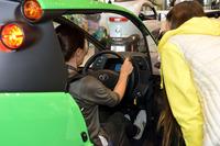 試乗を前に、操作方法や注意点など説明を受ける。