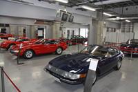 ピットで行われた「フェラーリ・クラシケ」。1960年代から80年代のモデルが13台並べられていた。
