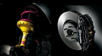 左:STIチューニング・ビルシュタイン製ダンパー&STI製チューニングスプリング 右:ブレンボ製17インチ対向4ポットフロントブレーキキャリパー(ブラック塗装)