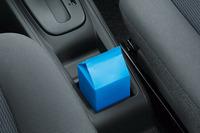 センターコンソールのドリンクホルダーには500mlの紙パックを立てることができる。