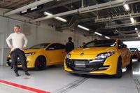 ドイツのニュルブルクリンクにおいて、「ルノー・メガーヌ ルノースポール」でFF車最速タイムの8分7秒97をたたき出した、ロラン・ウルゴン氏(写真左/下写真も)。今回初めて、鈴鹿サーキットでテストドライブを実施した。