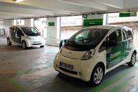 レンタカー会社が導入した「プジョー・イオン」。2012年パリにて。