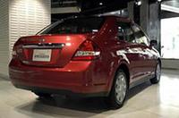 安全面では、前席アクティブヘッドレスト、前席デュアルエアバッグを全車に標準装備。環境面では、全車「平成17年基準排出ガス75%低減レベル(SU-LEV)」をクリアするなどした。 なお、福祉車両「ライフケアビークル」として、「アンシャンテ」「ドライビングヘルパー」も用意する。