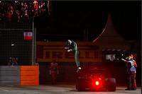 """今回もケータハムから""""出場できた""""小林可夢偉。予選ではライバルのマルシャの1台を何とか上回り20番グリッドを獲得したが、フォーメーションラップ中にマシンがストップ、1周もしないままコックピットを降りた。鈴鹿サーキットでの日本GP目前だが、いいニュースは聞かれない。(Photo=Caterham)"""