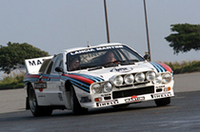 マルティニ・カラーの「037ラリー」を走らせるビアシオン。デモランはすべてオーナーをナビシートに乗せて行われた。