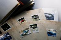 文中で触れられている、徳大寺さんの購入車記録ファイル。奥さまが保管されていた。(写真=岡村昌宏)