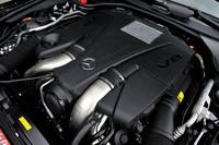 「SL550」に搭載される4.7リッターV8ツインターボエンジンは435psを発生する。排気量は旧型と比べて0.8リッターの縮小。しかし出力は約12%向上した。