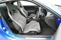 「GT PACKAGE」には、SRSサイドエアバッグを備えるRECARO製のバケットタイプフロントシートが装着される。