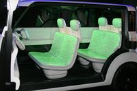 インテリア全体がスクリーンになっており、シートの色や柄を自由に変えることができる。