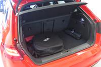 ラゲッジルームの容量は280リッター。車体後方に走行用バッテリーを搭載する都合、純ガソリン車より縮小している。