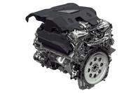最上級モデルに搭載される5リッターV8スーパーチャージドエンジン。燃費に優れるディーゼルエンジンはいずれも排出ガスの浄化能力がEURO5止まりなので、日本への導入は期待薄かもしれない。
