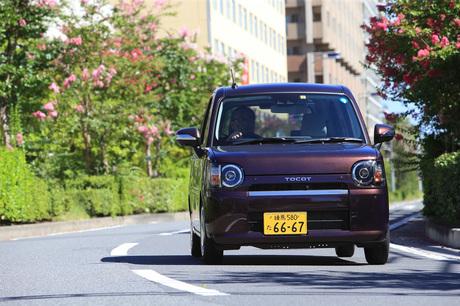 ダイハツから新型軽自動車「ミラ トコット」が登場。従来の女性向けモデルのあり方を問い直し、徹底してシ...