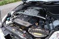 ファインチューンされるエンジンは、専用ECM、エアエレメント、プラグ、キャタライザー、マフラー、軽量フライホイールなどを装備。上記のセットで55.0万円だ。試乗車はこれに加えて、12.5万円のオイルクーラーと、3200円のラジエターキャップが付いていた。