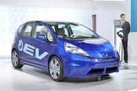 トヨタの「RAV4 EV」同様、2012年に市販される「ホンダ・フィットEVコンセプト」。こちらも、外観は見慣れたノーマルモデルとほぼ変わらず。