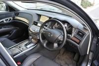 外観同様、インパネまわりも大胆な造形とされた。写真は、オプションの「プレミアムインテリアパッケージ」装着車。ステアリングホイールやシート表皮、加飾パネルなどが標準車と異なる。