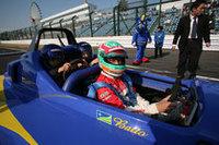 「コチラちゃんレーシング」に登録したちびっ子たちがフォーミュラに体験同乗。ドライバーは松田次生選手。