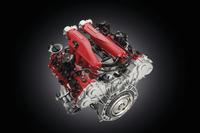 新しい3.9リッターV8ターボエンジンは560psと77.0kgmを発生する。