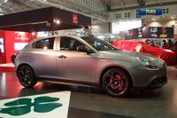 最新型「ジュリエッタ クアドリフォリオ ヴェルデ」の発表会は、東京オートサロン2015の会場内で行われた。現場には、限定車「ローンチエディション」の実車(写真)が展示された。