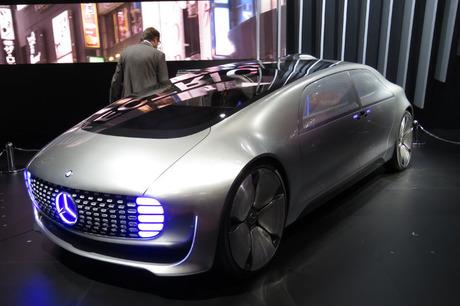 メルセデス・ベンツ日本は東京モーターショー2015に、自動運転に対応する都市型のコンセプトカー「Vision T...