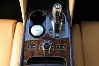 シャシーのセットアップはセンターコンソール(シフトセレクターの手前)に配置された「ドライブダイナミクスコントロール」のロータリースイッチで行う。