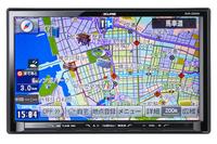「SZシリーズ」のトップモデルが9型大画面を擁する「AVN-SZX04i」。SZシリーズは専用の通信ユニットが同梱(どうこん)される。型番の04はシリーズが始まってから4世代目であることを示す。想定価格は20万円前後。