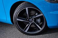18インチのアルミホイールには225/40R18のタイヤが装着される。