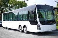 EVバスが公道を走行。近未来の公共交通機関の実力は?