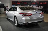 リアまわりは、車体のワイドさを強調するようにデザインされている。