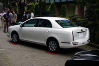 「トヨタ・カローラアクシオ」ベースのセダンは、リアランプが縦型になった。後ろから見ると「ガリュー2-04」にそっくり。