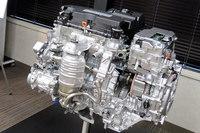ハイブリッドシステムについては、モーターに加えて2リッター直4エンジンの高出力化も図られている。