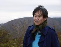 森口将之(もりぐち まさゆき) 日仏メディア交流協会や日本デザイン機構の会員を務めるなど、幅広い分野で活躍するモータージャーナリスト。1962年東京生まれ。自動車専門誌の編集部勤務を経て1993年にフリーランスとして独立。海外にも積極的に足を運び、交通事情や都市景観、環境対策などの取材を通して、クルマのあるべき姿を探求している。
