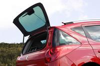 207SWはハッチゲートのガラス部のみのオープンも可能となった。