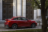 「BMW X4」は、2014年4月のニューヨーク国際オートショーでデビュー。同年8月には日本市場への導入が決まり、受注も始まった。