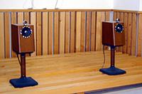 ケンウッドの試聴室では、エンクロージャーに入ったK-ES01も聴いた。カー用スピーカーでもこうして音の善し悪しを判断することはできる。