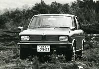 カーグラフィック』が長期テスト車として購入した77デラックス。69年6月中旬に納車された最初期ロットのうちの1台で、リポートではさまざまな初期トラブルが報告されている。 【スペック】 ホンダ1300 77デラックス(4MT):全長×全幅×全高=3885×1465×1345mm/ホイールベース=2250mm/車重=885kg/駆動方式=FF/エンジン=1298cc空冷4ストローク直4SOHC(100ps/7200rpm、10.95kgm/4500rpm)