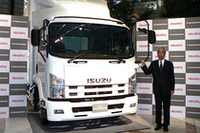 「グローバルな視点で安全性、経済性、環境性能を考えたトラック」と語った、いすゞ自動車の井田義則社長。