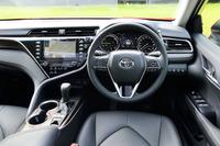 ステアリングホイールのテレスコピック(前後可動)量と、シートの前後スライド量は、先代よりもそれぞれ20mmアップ。ドライビングポジションの自由度が増した。
