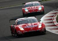 「Z」、波乱のレースをワンツーで制す!【SUPER GT 07】